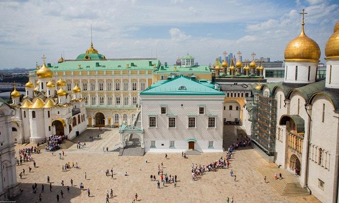 Панорама Соборной площади Кремля