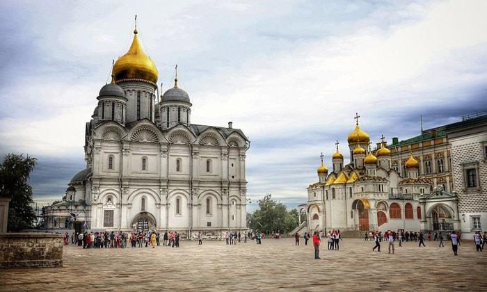 Соборная площадь Кремля в Москве