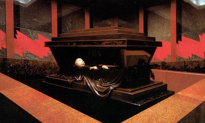 Забальзамированное тело Ленина в Москве