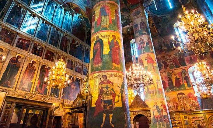 Внутреннее убранство Успенского собора Кремля