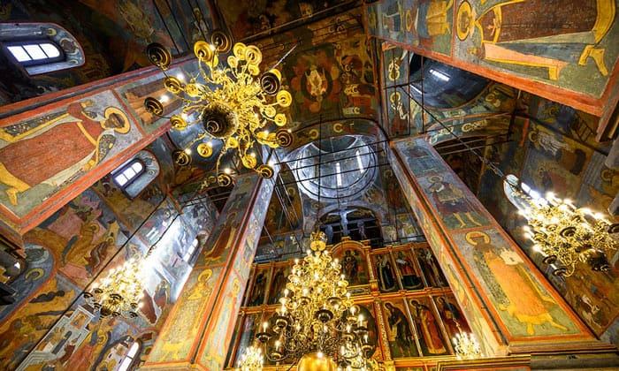 Внутренний интерьер Архангельского собора Кремля