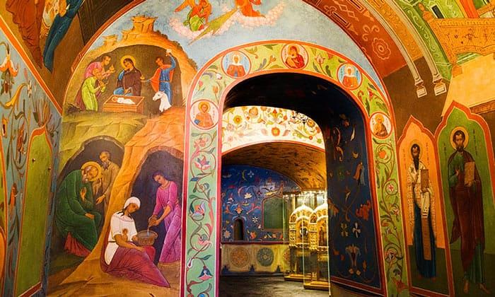 Внутренний интерьер собора Василия Блаженного в Москве