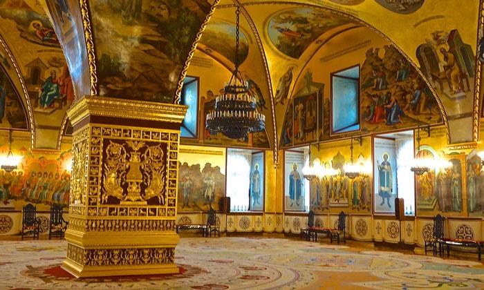 Внутри Грановитой палаты Кремля