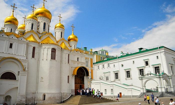 Вход в Благовещенский собор Кремля