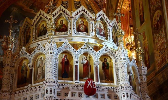 Алтарь с иконостасом храма Христа Спасителя в Москве