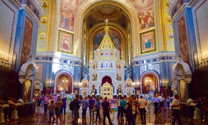 Алтарная часть храма Христа Спасителя в Москве