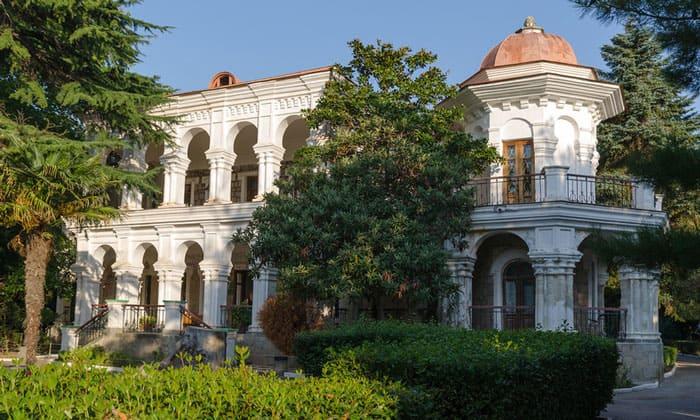 Вилла «Отрада» (дом купца Стахеева) в Алуште