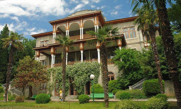Дворец Раевских (имение Карасан) в Алуште