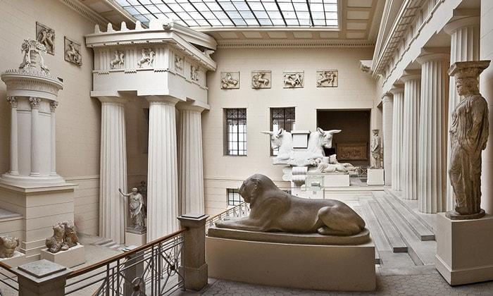 Греческий дворик Пушкинского музея Москвы
