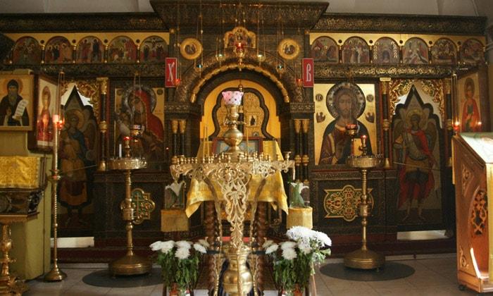 Иконостас церкви Троицы в Никитниках Москвы