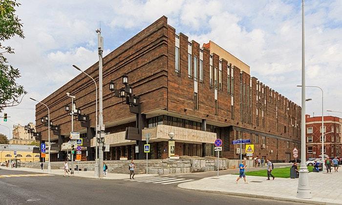 Здание МХАТ имени Горького в Москве