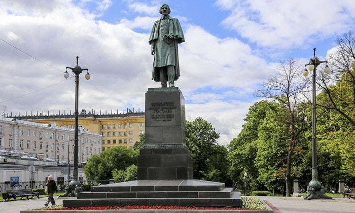 Памятник Гоголю в Москве