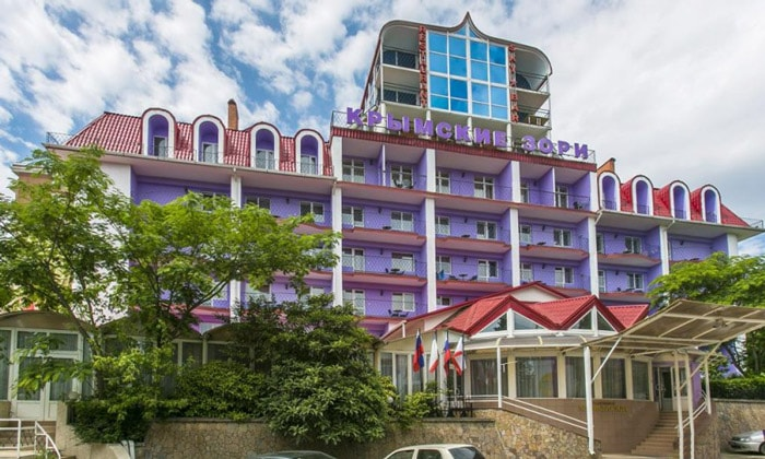 Санаторий «Крымские зори» в Алуште