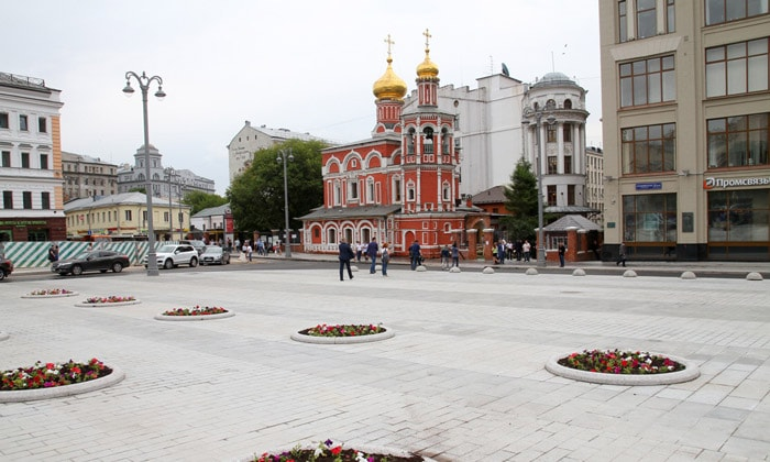 Славянская площадь в Москве