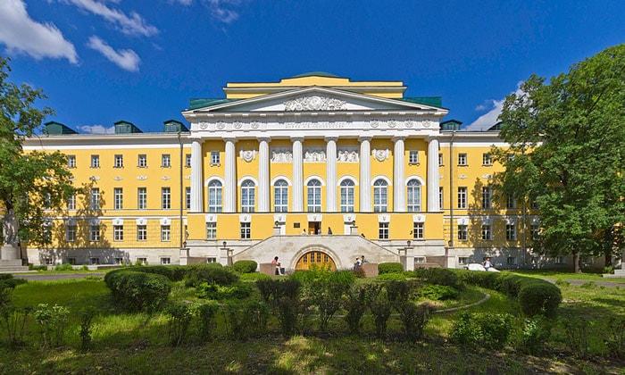 Здание МГУ на Моховой