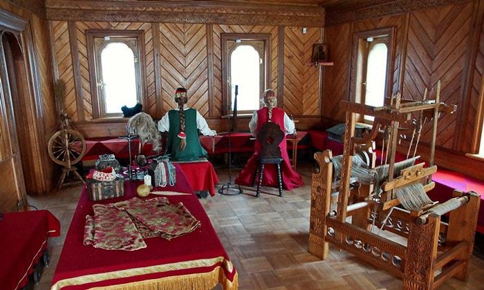 Внутри палат бояр Романовых в Москве