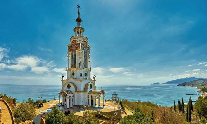 Храм-маяк Святителя Николая Чудотворца в Алуште