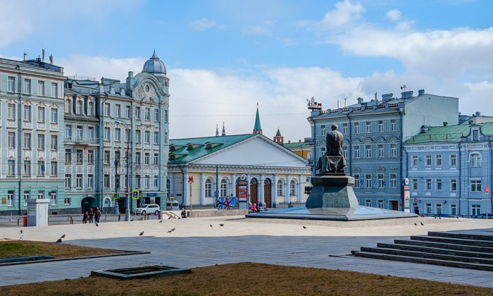 Улицы Моховая и Воздвиженка в Москве