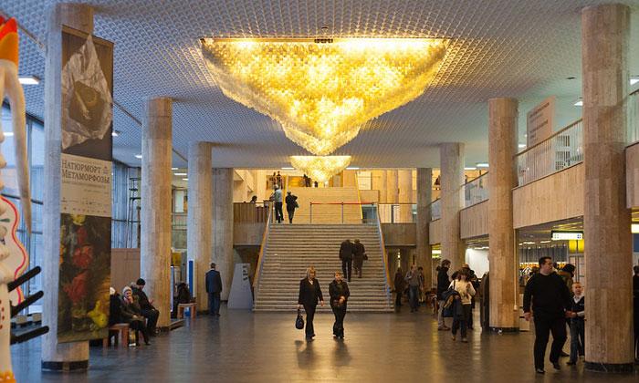 Холл «Новой» Третьяковки в Москве