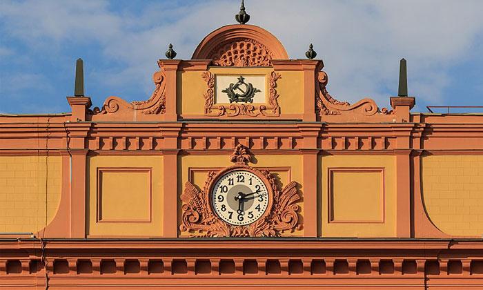 Часы на здании ФСБ в Москве