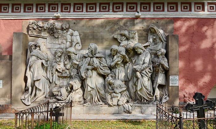 Горельефы Донского монастыря Москвы