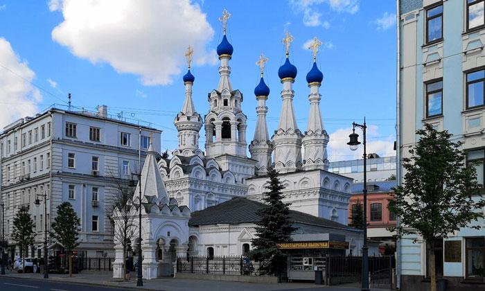 Церковь Рождества Богородицы в Путинках Москвы