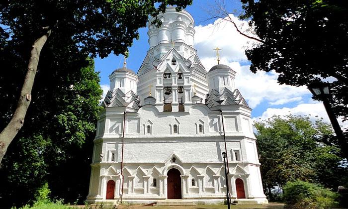 Церковь Усекновения в Дьякове Москвы