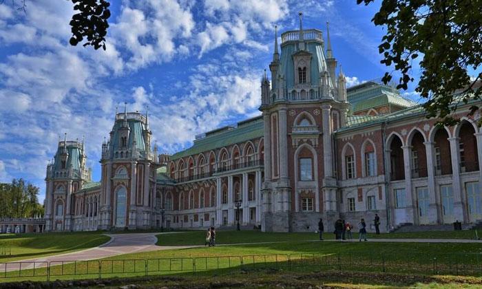 Большой Царицынский дворец в Москве