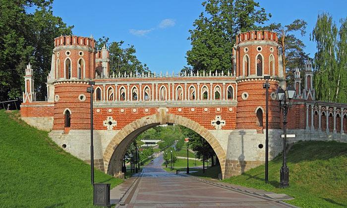 Фигурный мост Царицыно в Москве