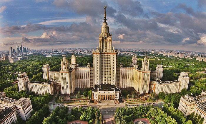 Главное здание МГУ в Москве