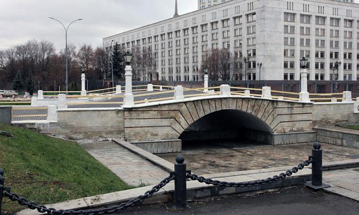 Горбатый мост в Москве