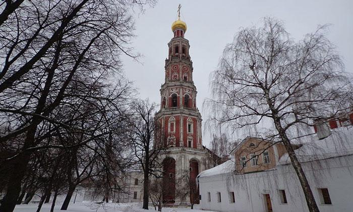Колокольня Новодевичьего монастыря Москвы