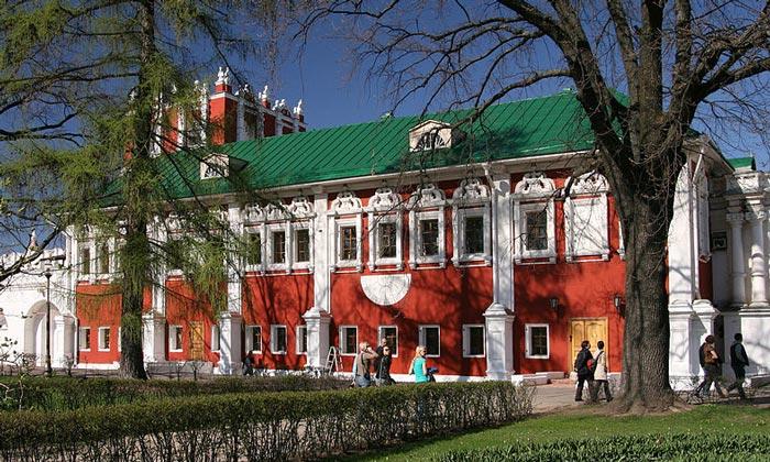 Лопухинские палаты Новодевичьего монастыря Москвы