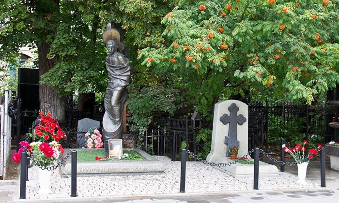 Могила Владимира Высоцкого в Москве