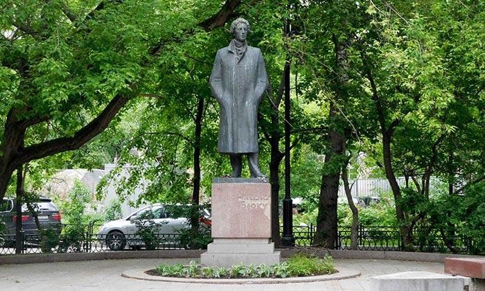 Памятник Александру Блоку в Москве