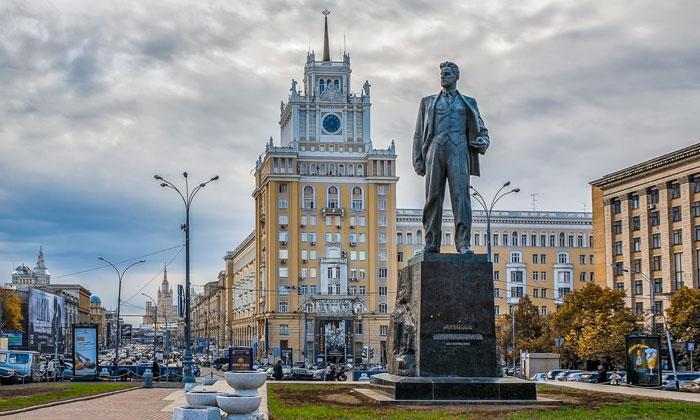 Памятник Маяковскому в Москве