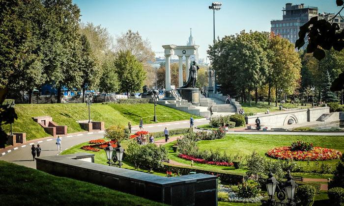 Патриарший сквер в Москве