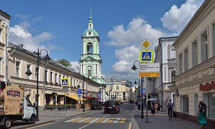 Начало Пятницкой улицы Москвы