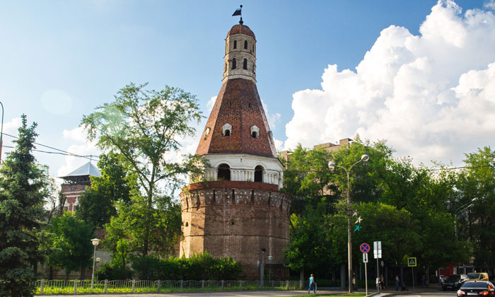 Солевая башня Симонова монастыря в Москве