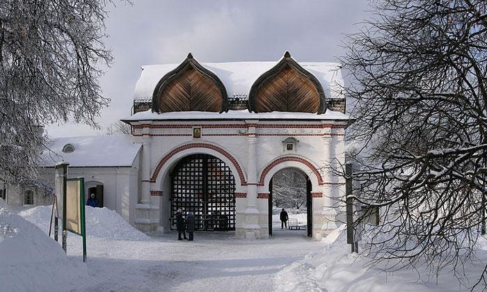 Спасские ворота Коломенского в Москве