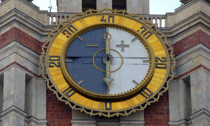 Термометр на здании МГУ