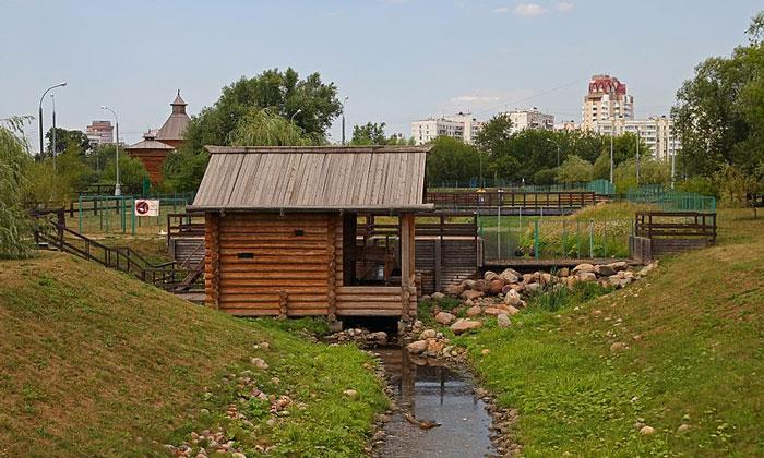 Водяная мельница на реке Жуже в Москве