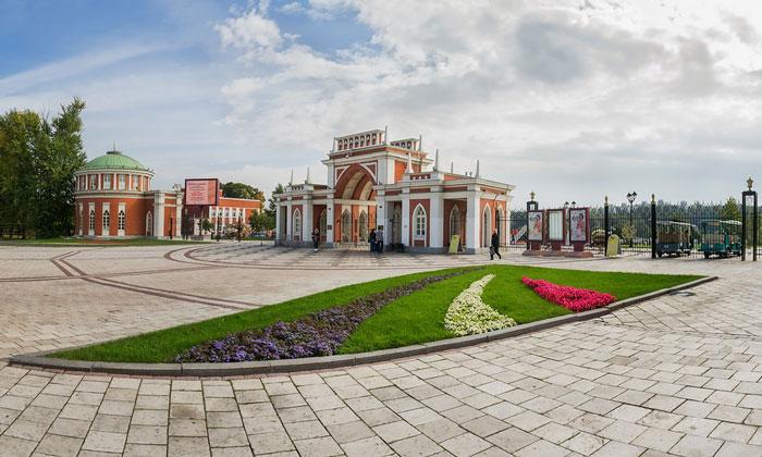 Вход в парк Царицыно в Москве