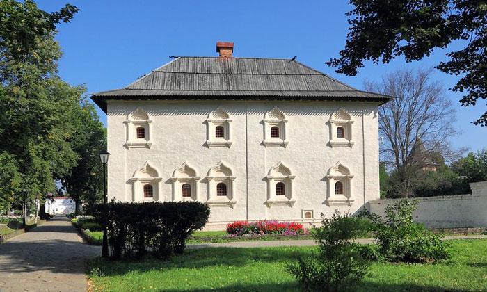 Братский корпус Спасо-Евфимиева монастыря в Суздале