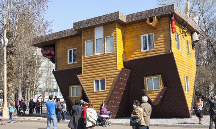 Дом-перевёртыш ВВЦ Москвы