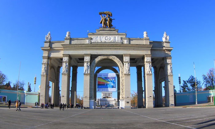 Главный вход ВВЦ Москвы