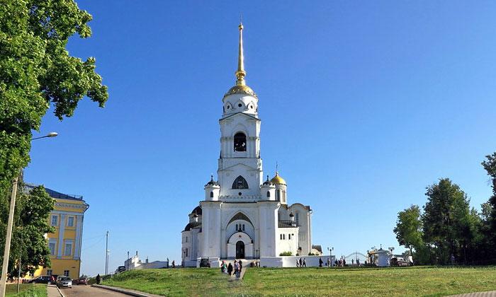 Колокольня Успенского собора Владимира