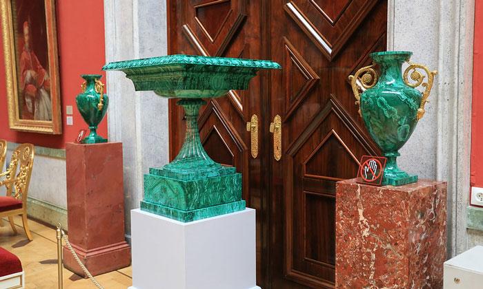 Малахитовые вазы Эрмитажа