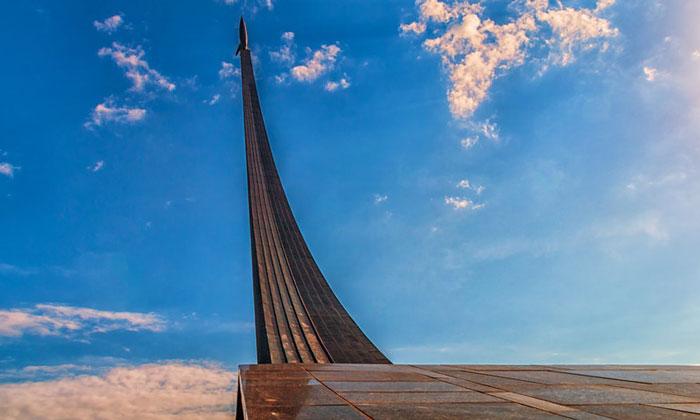 Монумент «Покорителям космоса» в Москве