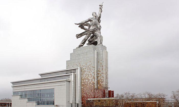 Монумент «Рабочий и колхозница» в Москве